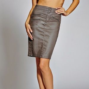 GUESS LONGETTE LITE WEIGHT COATED PENCIL SKIRT